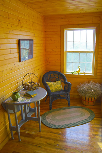 Furnishings in an Amish-built Country Home